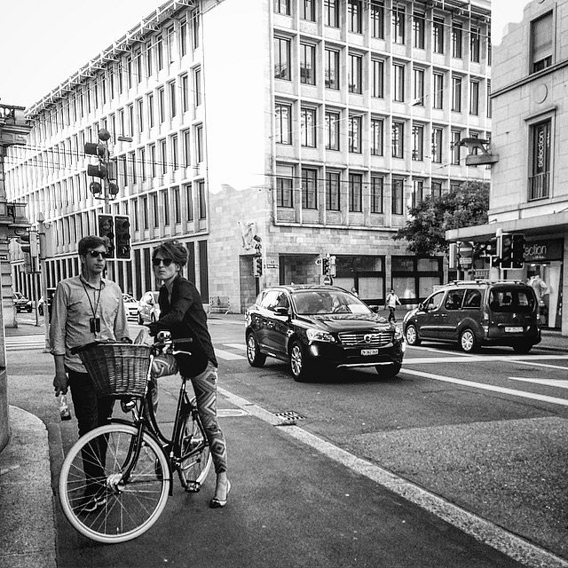 Corner. #Europe #RoadTrip #Trip #Photographers #Photo #Zürich #Switzerland #Suiza #BH #LU #people